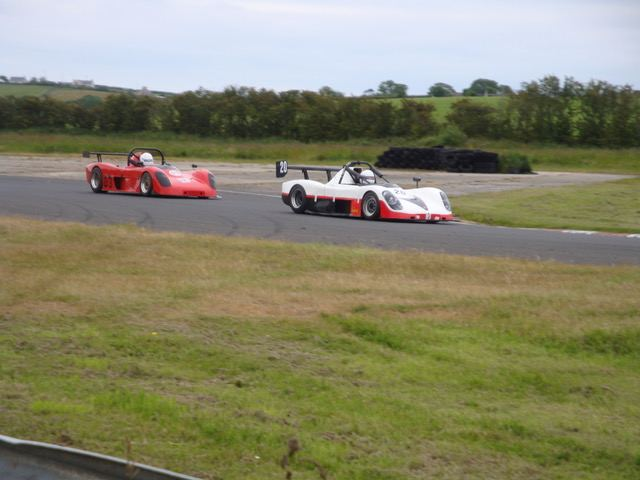 Niall Fitzsimmons (left) and Jim Larkham (right) had a great battle in the second Roadsports race.(S3)