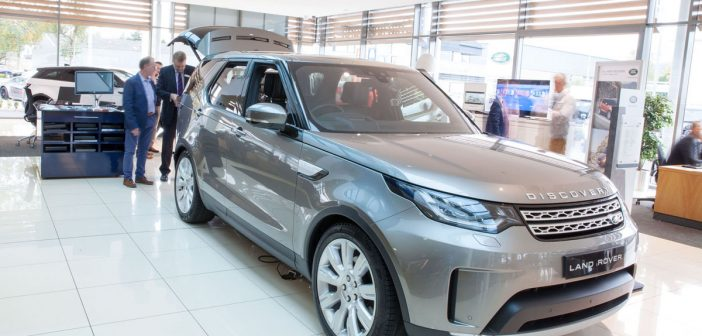 First Look: New Land Rover Discovery 5